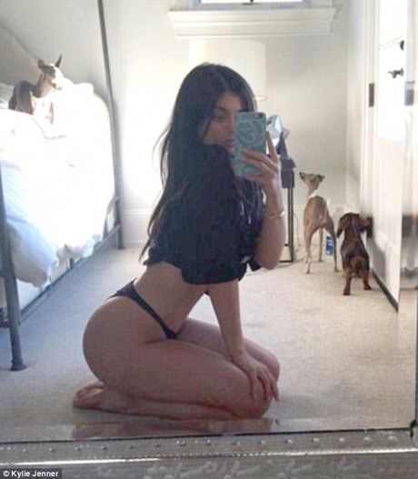 Bi vi nhu gai mai dam 14 tuoi, Kylie Jenner tra loi: 'Toi giong gai mai dam 19 tuoi hon' - Anh 3