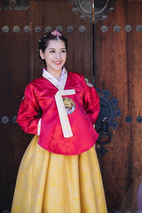 Mac Hanbok tao dang tren pho Han, Chi Pu xinh xan va dang yeu den kho co the roi mat - Anh 10