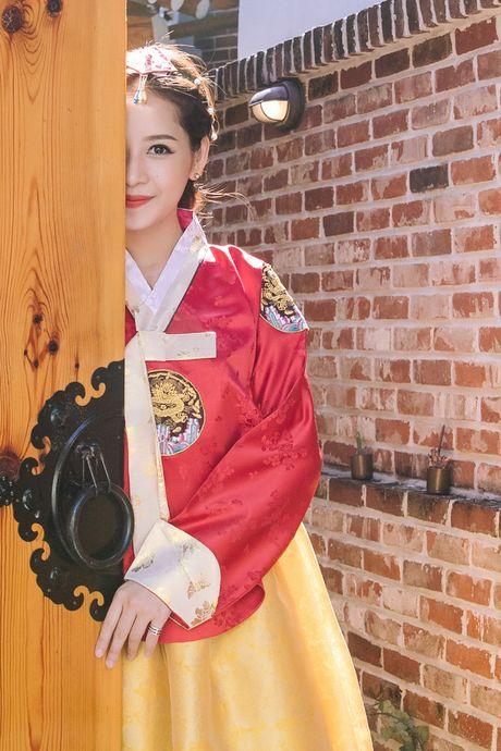 Mac Hanbok tao dang tren pho Han, Chi Pu xinh xan va dang yeu den kho co the roi mat - Anh 11