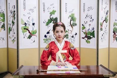 Mac Hanbok tao dang tren pho Han, Chi Pu xinh xan va dang yeu den kho co the roi mat - Anh 13