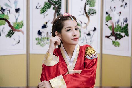 Mac Hanbok tao dang tren pho Han, Chi Pu xinh xan va dang yeu den kho co the roi mat - Anh 14