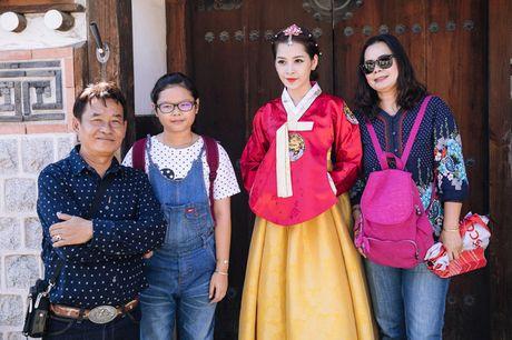Mac Hanbok tao dang tren pho Han, Chi Pu xinh xan va dang yeu den kho co the roi mat - Anh 6