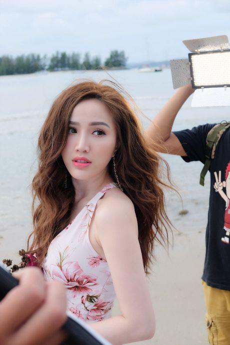 Bao Thy gap tai nan nho doi khi quay MV dau tu nhat trong su nghiep o Malaysia - Anh 1