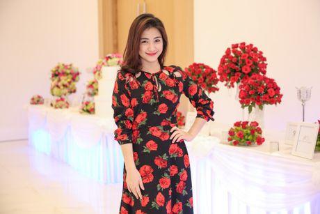 Hoa Minzy den chuc mung Vo Ha Tram ra mat MV moi - Anh 3