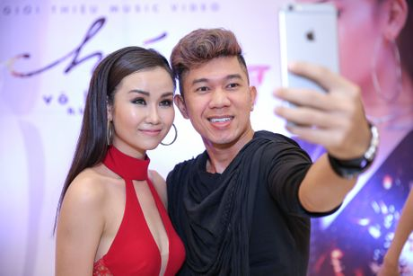Hoa Minzy den chuc mung Vo Ha Tram ra mat MV moi - Anh 7