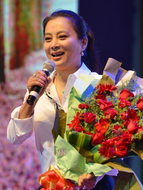 Yeu tinh dep nhat 'Tay du ky' xuong sac, lan dan o tuoi 53 - Anh 2