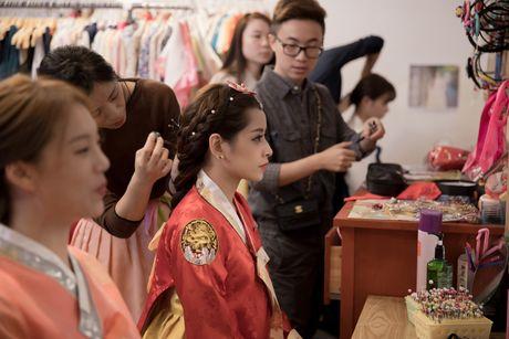 Chi Pu xinh xan trong trang phuc hanbok tai Han Quoc - Anh 1