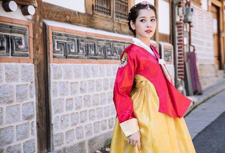 Chi Pu xinh xan trong trang phuc hanbok tai Han Quoc - Anh 3