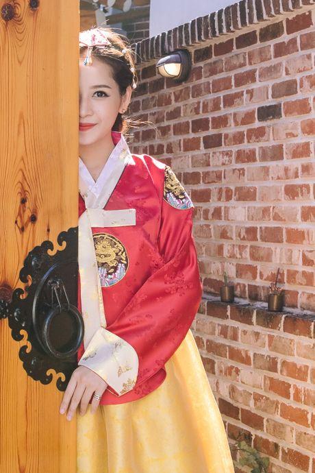 Chi Pu xinh xan trong trang phuc hanbok tai Han Quoc - Anh 4