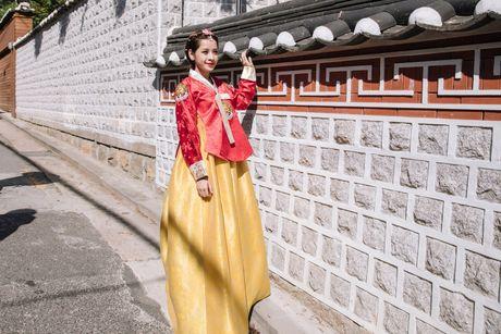 Chi Pu xinh xan trong trang phuc hanbok tai Han Quoc - Anh 5