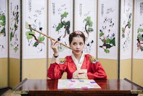 Chi Pu xinh xan trong trang phuc hanbok tai Han Quoc - Anh 6