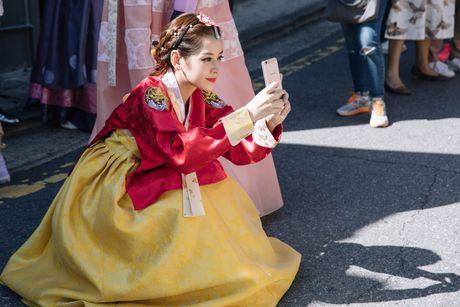Chi Pu xinh xan trong trang phuc hanbok tai Han Quoc - Anh 7