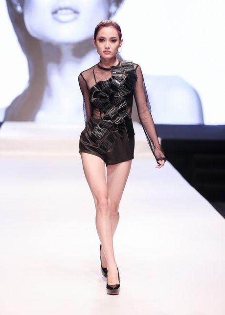 Hot girl cao 1,55 m duoc chon mo man show Cong Tri - Anh 1