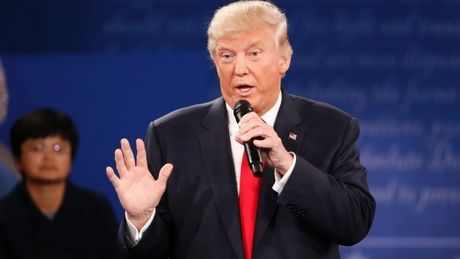 Donald Trump lai bi nguoi nha 'bo roi' - Anh 1