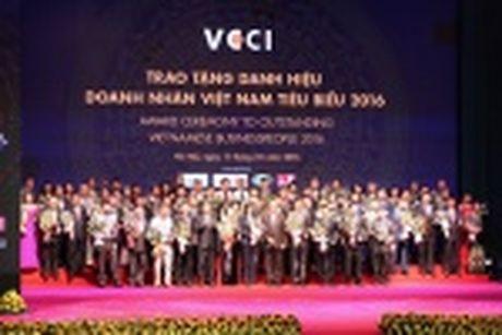 Doanh nhan Huynh Kim Lap - Chu tich Thien Tan Group nhan Cup Thanh Giong - Anh 5