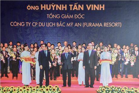 Tong giam Doc Furama Resort Da Nang nhan danh hieu Doanh nhan tieu bieu 2016 va Cup Thanh Giong - Anh 1