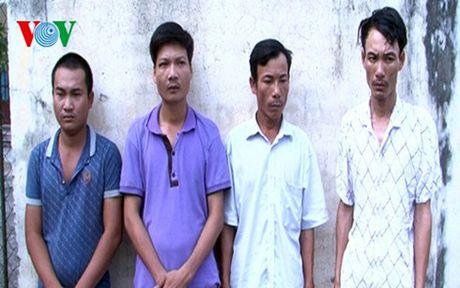 Thanh Hoa bat nhom doi tuong ep cac chu may gat lay tien - Anh 1