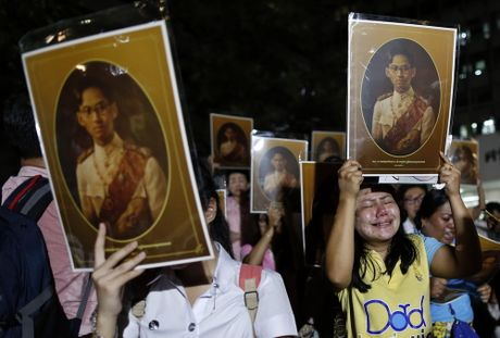 Nguoi dan Thai Lan thuong tiec Nha vua Bhumibol - Anh 10