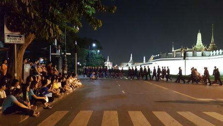 Nguoi dan Thai Lan thuong tiec Nha vua Bhumibol - Anh 2