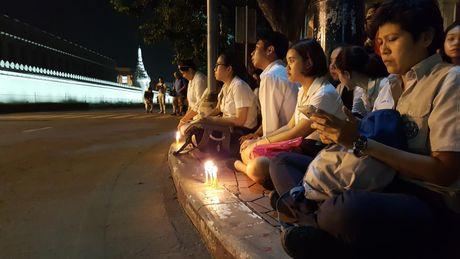 Nguoi dan Thai Lan thuong tiec Nha vua Bhumibol - Anh 4