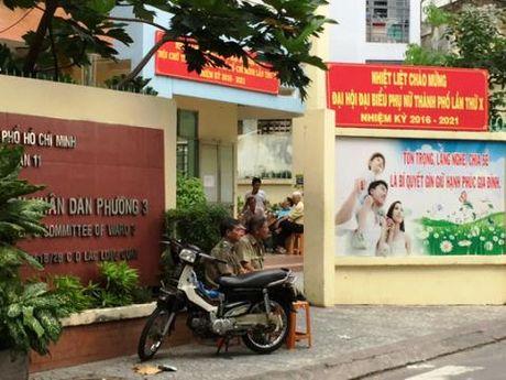 Phuong doi truong tu vong ben khau sung: Xuat hien nguoi la - Anh 1