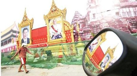Ong Tap Can Binh mang qua gi cho Campuchia? - Anh 1