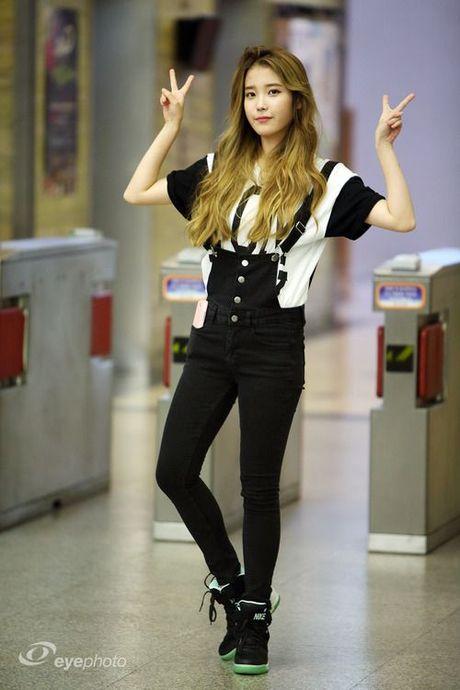 My nu 'xuyen khong' kheo chon vay ao hop long fan - Anh 12
