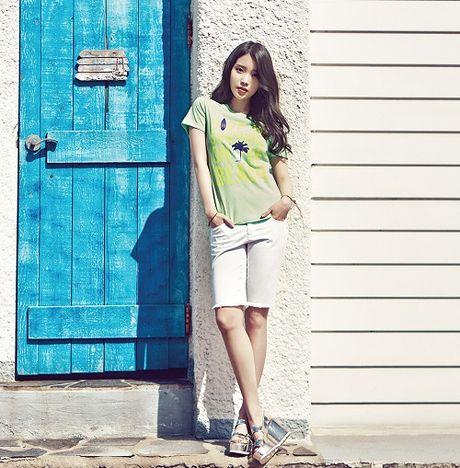My nu 'xuyen khong' kheo chon vay ao hop long fan - Anh 1