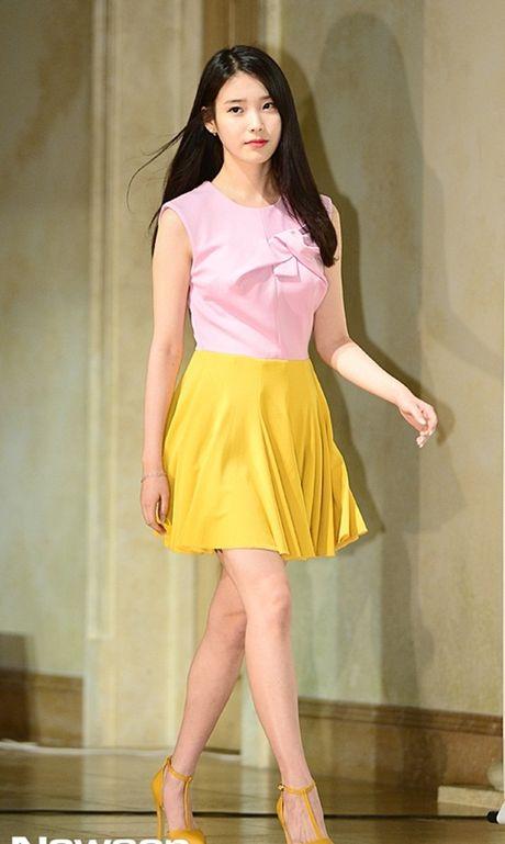 My nu 'xuyen khong' kheo chon vay ao hop long fan - Anh 4