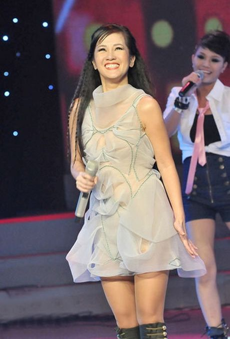Kho do voi nhung lan 'mac nham' trang phuc cua diva Hong Nhung - Anh 1