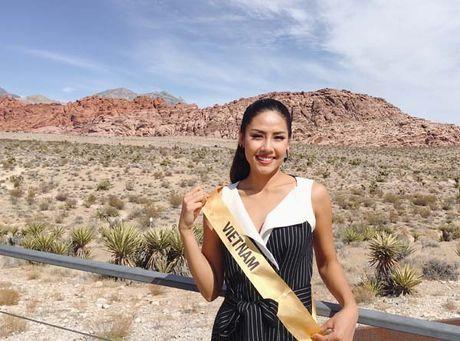 Nguyen Thi Loan rang ro xinh tuoi vuot troi ca Hoa hau Venezuela - Anh 1