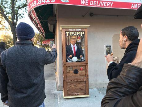 May hinh Trump an noi linh tinh gay nao loan New York - Anh 1