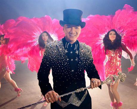 To mo voi cay gay 'kim cuong' cua Dam Vinh Hung - Anh 4
