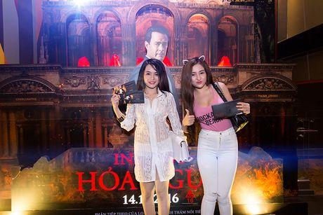 'Ban gai' rapper Tien Dat le bong di xem phim 'Hoa nguc' - Anh 10