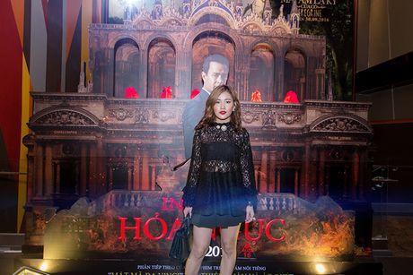 'Ban gai' rapper Tien Dat le bong di xem phim 'Hoa nguc' - Anh 1