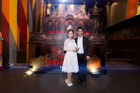 'Ban gai' rapper Tien Dat le bong di xem phim 'Hoa nguc' - Anh 3