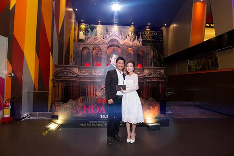 'Ban gai' rapper Tien Dat le bong di xem phim 'Hoa nguc' - Anh 4