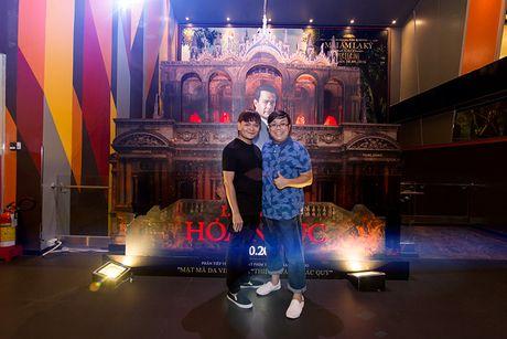 'Ban gai' rapper Tien Dat le bong di xem phim 'Hoa nguc' - Anh 9