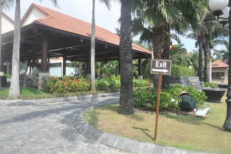 Vu lum xum o khu resort Golden Sand Hoi An: Cau cuu co quan chuc nang - Anh 1