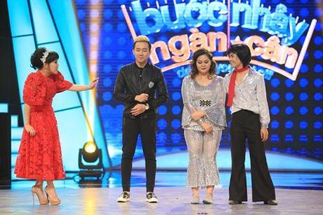 "Buoc nhay ngan can: Dam Vinh Hung me va ""hon say dam"" Viet Huong tren ghe nong - Anh 2"