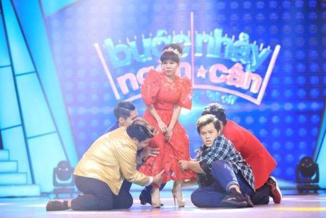 "Buoc nhay ngan can: Dam Vinh Hung me va ""hon say dam"" Viet Huong tren ghe nong - Anh 6"