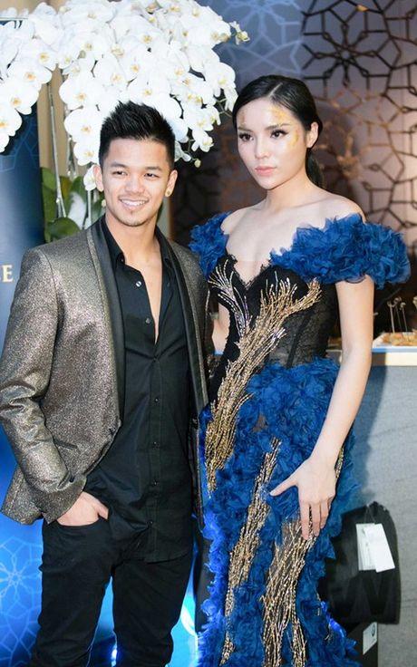 Chan lam Hoa hau, Ky Duyen lanh lung lam vedette - Anh 6
