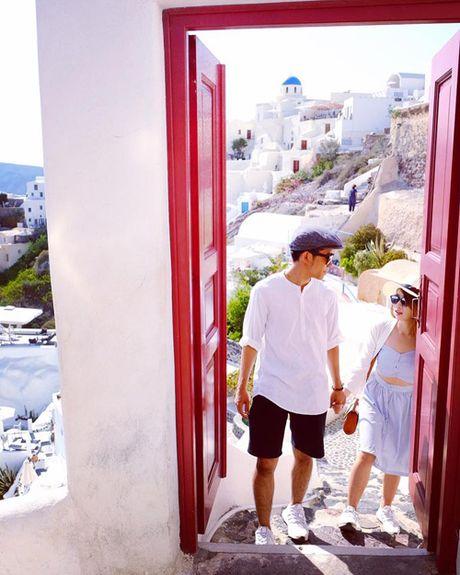 Theo chan co gai Viet toi tham nhung ngoi nha nam tren dao Santorini - Anh 10