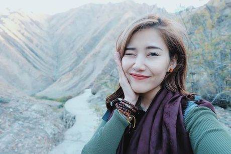 Tin giai tri ngay 13/10: Ngoc Trinh khoe… chan nguc; Minh Beo lam phu bep - Anh 2