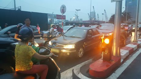 Sang nay, tai xe taxi khien ca mot pho Ha Noi buc xuc - Anh 6