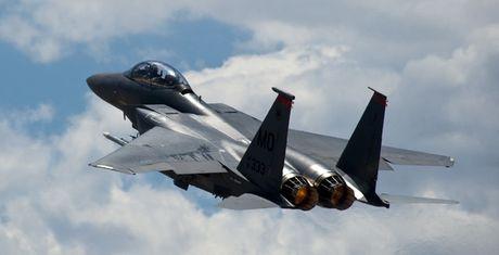 Nghi van My dung F-15 doi lay hop dong may bay gan 20 ty USD - Anh 1