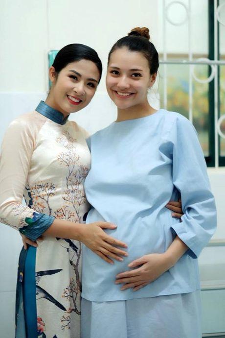 Hong Que khoe con gai 2,9 kg moi chao doi - Anh 2