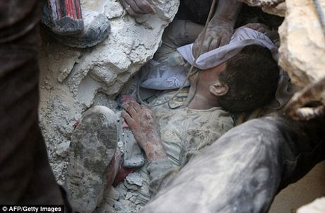 Am anh canh be trai Syria bi vui lap boi bom dan - Anh 3