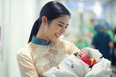 Hong Que sinh con, van 'giau' cha dua be - Anh 1