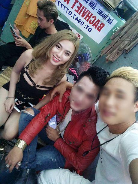 Hot girl Linh Miu lo nguyen vong mot tren san khau gay tranh cai - Anh 3